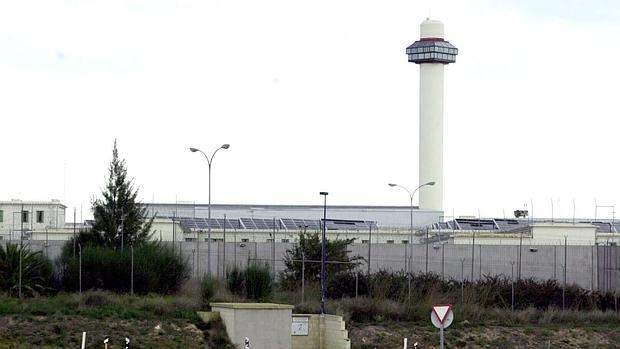 En relación a la supresión de los servicios de Seguridad Privada de los centros penitenciarios