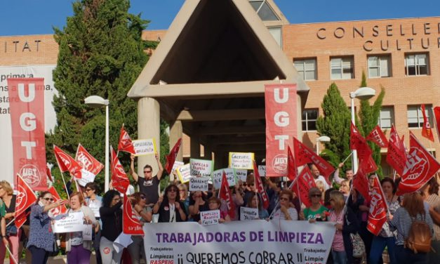 UGT se concentra frente a la Conselleria de Educación por los impagos a la contrata de limpieza