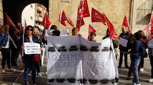 Concentraciones de UGT en Elche y Orihuela de las trabajadoras de la empresa STV del sector de limpieza reivindicando sus puestos de trabajo